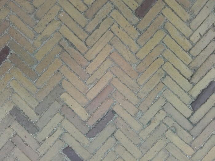 Oude hardgebakken waaltjes Gouda, brons genuanceerd (Gebakken waalformaat klinkers) 1.jpg