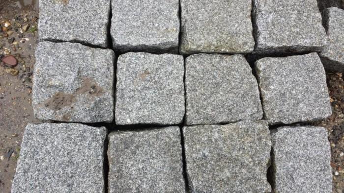 Oude graniet kinderkoppen, ca. 10x10x10 cm.jpg